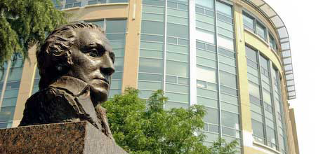 GW bust in front of hosptial